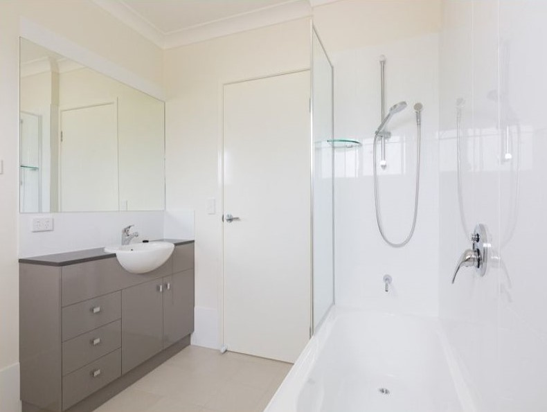 Zillmere Apartments Bathroom