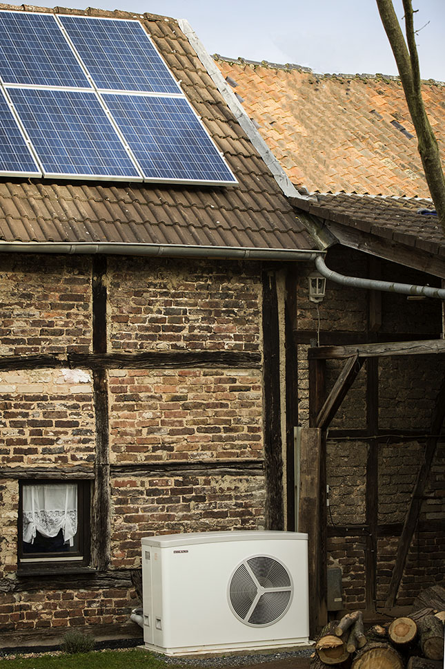 STIEBEL ELTRON WPL 25 Heat Pump Connected to Solar PV